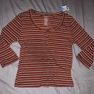 George red long sleeve button up crop style top
